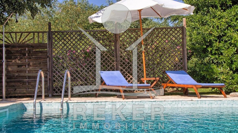 Großartig Sehr luxuriöse Villa mit großem Grundstück und Pool IU64