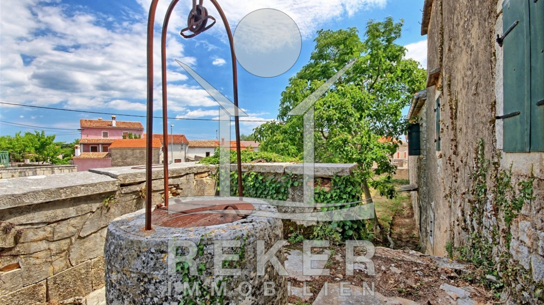 ... Ein Alter Historischer Brunnen Rundet Diese Wunderschöne Immobilie Mit  Dem Großen Garten Ab ...