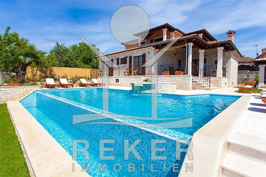 Herrliche Villa in großem Garten mit eigenem Pool