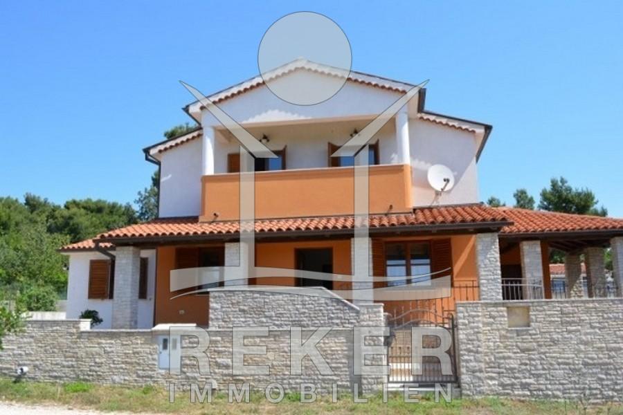 Einfamilienhaus mit pool  Schönes Haus mit Pool und Meerblick in Medulin