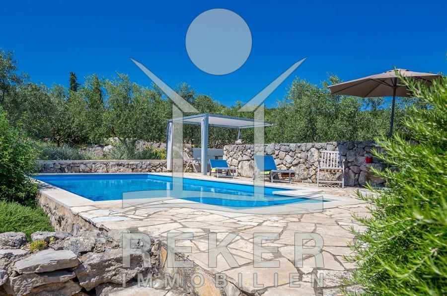 Großartig Luxuriöses Steinhaus mit Pool auf Insel Krk IU64