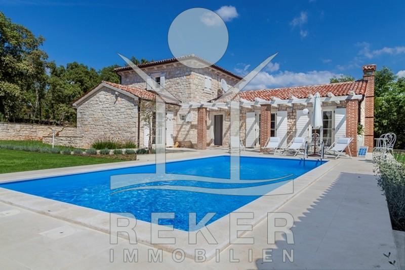 Schöne Steinhaus-Villa mit Pool und Meerblick