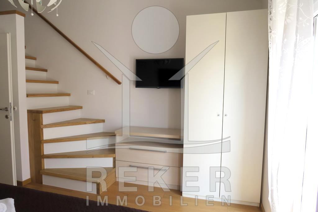 blick von der terrasse auf das meer. Black Bedroom Furniture Sets. Home Design Ideas