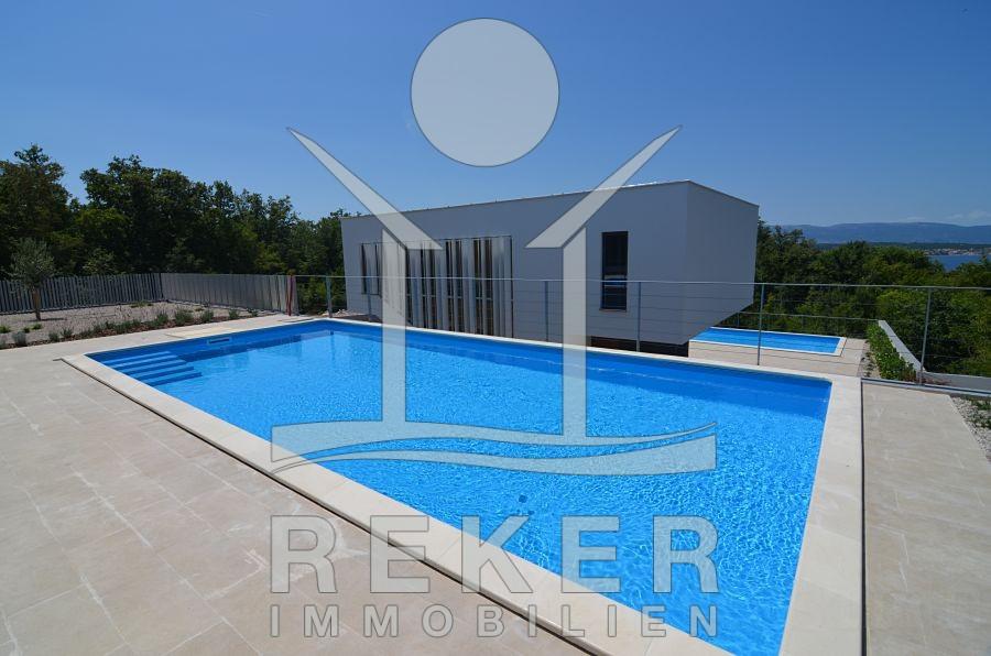 blick auf die exklusive stadt villa. Black Bedroom Furniture Sets. Home Design Ideas