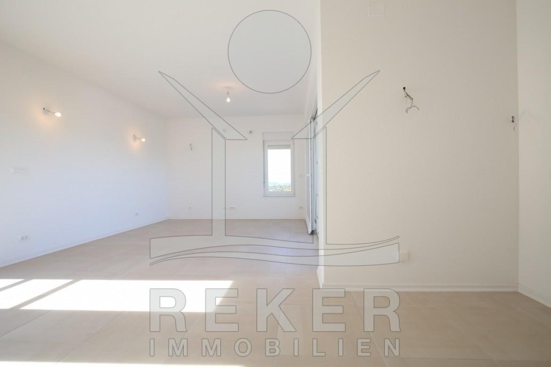 ... Der Wohn  Und Essbereich Mit Der Offenen Küche Bildet Das Zentrum Des  Appartement.