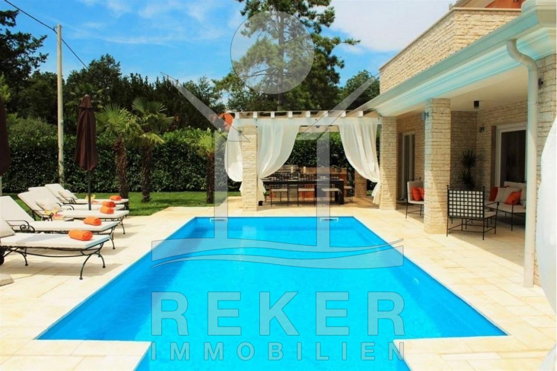 ... Garten In Diesem Sonnigen Pool Können Sie Aktiv Schwimmen Oder Auch  Einfach Die Sonne Genießen ...