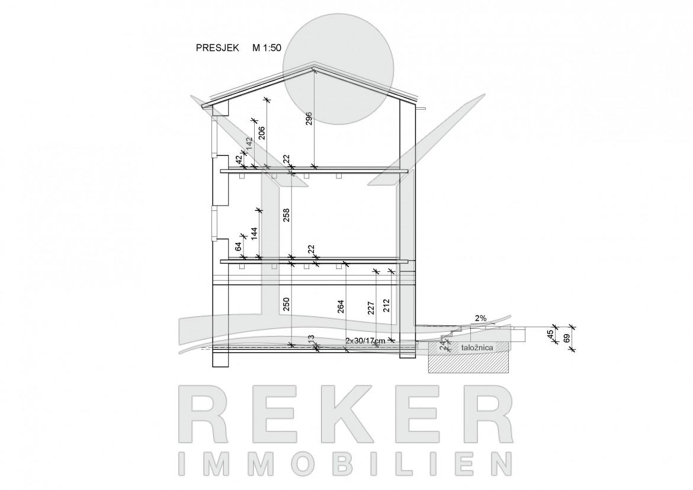 Schnittzeichnung Haus altes steinhaus in buje mit renovierungsbedarf