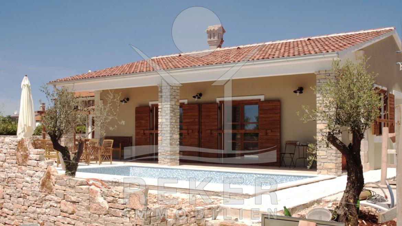 Einfamilienhaus mit pool  Svetvinčenat schönes neues Einfamilienhaus mit Pool