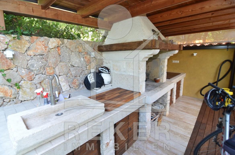 Sommerküche Im Garten : Die schöne villa mit pool in njivice
