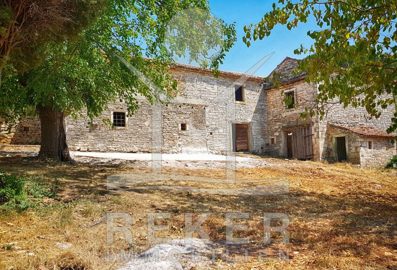 Umag zwei schöne Steinhäuser mit Renovierungsbedarf