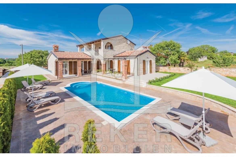 Neue Villa in Poreč mit Pool im Garten und Meerblick