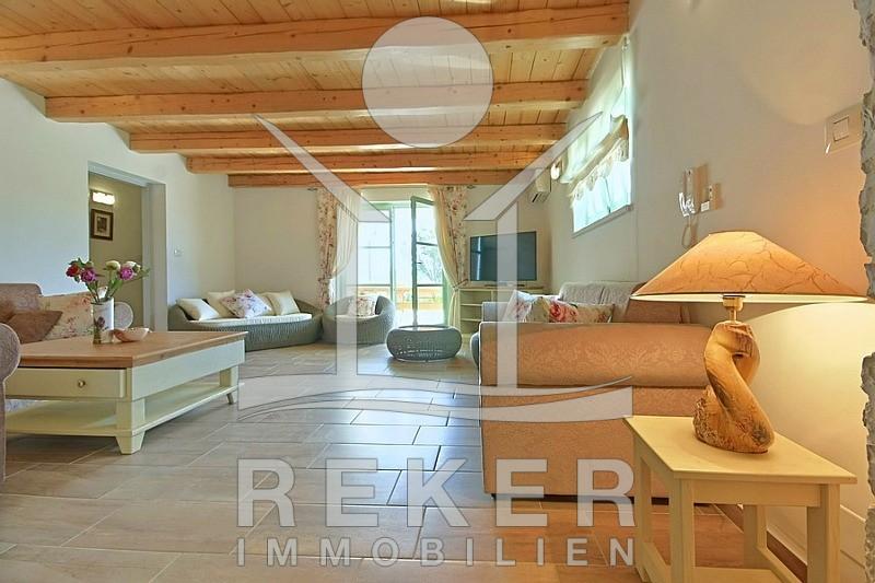 Villa Wohnzimmer : Wunderschöne stein villa mit großem garten und pool