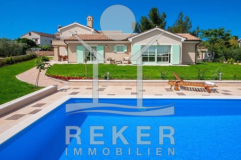 Wunderschöne Stein-Villa mit großem Garten und Pool