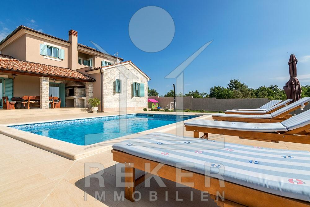 Svetvinčenat schöne istrische Villa mit Pool im Garten